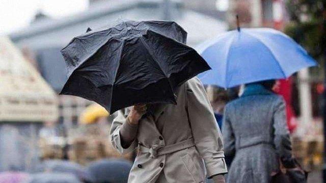 Початок тижня в Україні розпочнеться з сильних дощів і відчутного похолодання