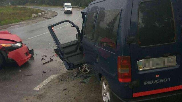 На трасі Київ-Чоп у ДТП травмувалися п'ятеро людей