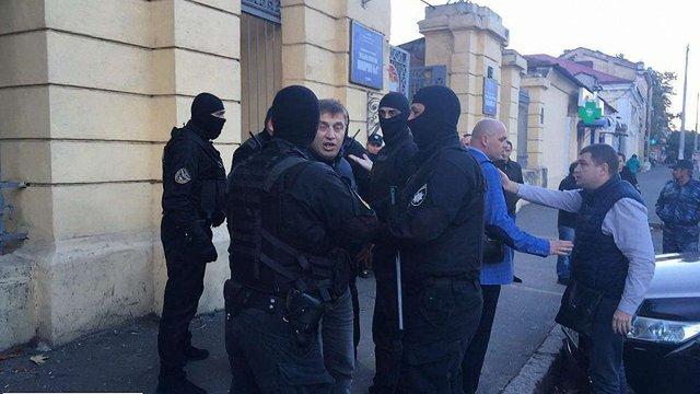 У Одесі спільники підозрюваного у нападі на активіста Олега Михайлика побилися з поліцією