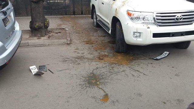У Києві облили фекаліями автомобілі російських дипломатів