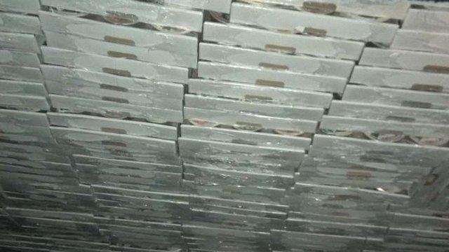 У облаштованому в автомобілі сховку українець намагався ввезти з Польщі 630 кг м'ясних консерв