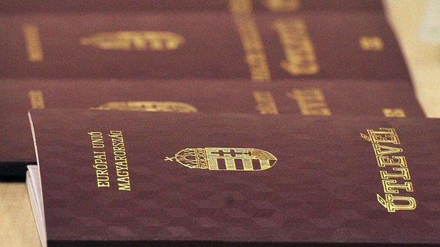 МЗС Угорщини прокоментувало роздавання своїх паспортів українцям