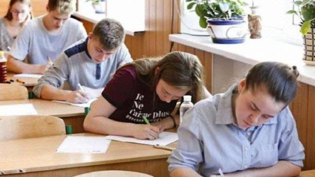 Випускники коледжів і ПТУ складатимуть тільки два тести ЗНО