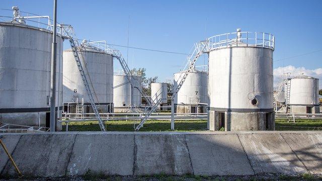 На режимному об'єкті: як працює нафтобаза на Знесінні у Львові. Фоторепортаж