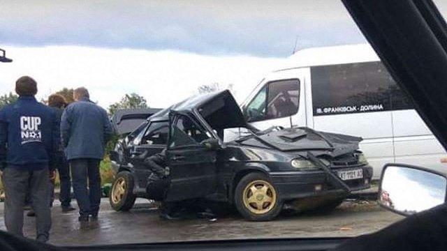 В Долині внаслідок зіткнення легковика з рейсовим автобусом загинув учасник АТО