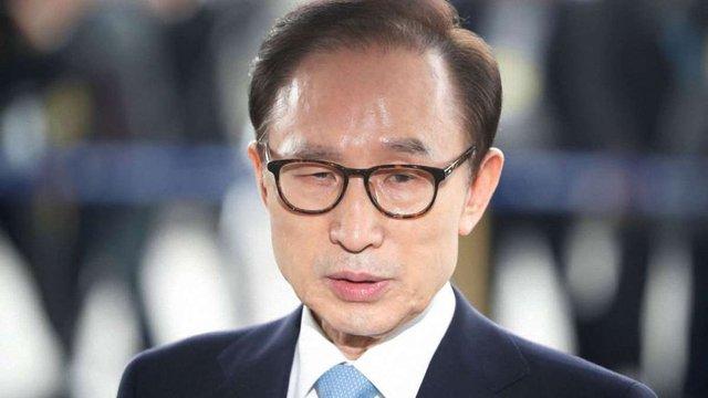Екс-президента Південної Кореї засудили до 15 років в'язниці за звинуваченням у корупції