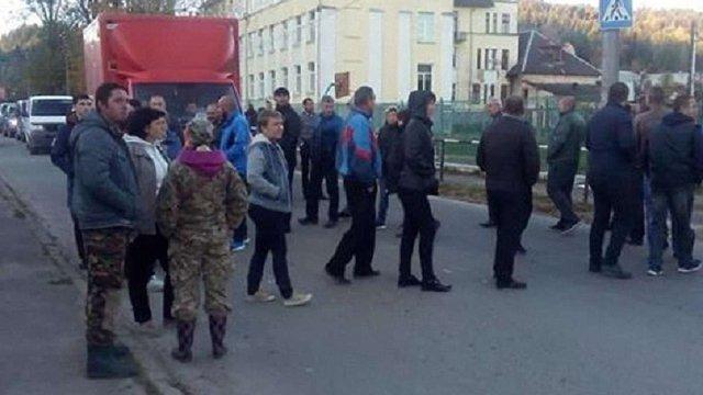 Мешканці Східниці вдруге перекрили дорогу, вимагаючи ремонту