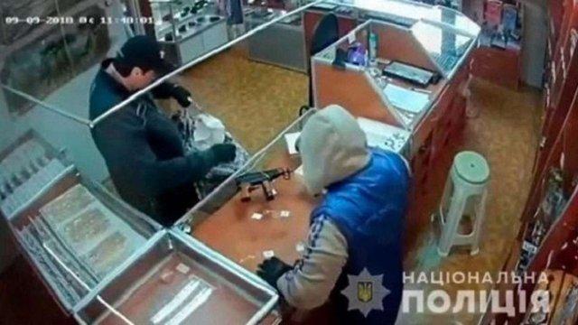 У Чернівецькій області затримали грабіжників ювелірного магазину