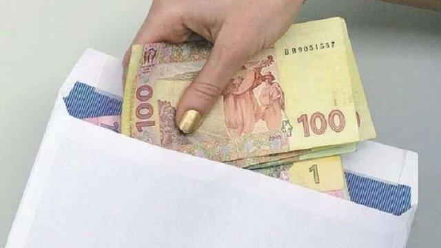 Близько 8 млн українців отримують зарплати в конвертах, – ДФС