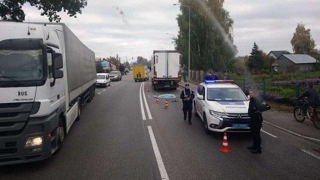 Біля Львова вантажівка збила на смерть жінку