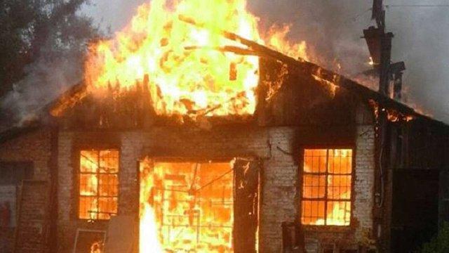 На вул. Топольній у Львові виникла пожежа на складі