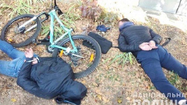 У Чернівцях поліцейські затримали грабіжників валютних «міняйл»
