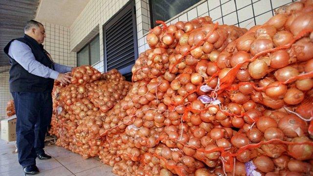Через поганий врожай в Україну почали імпортувати цибулю з Казахстану