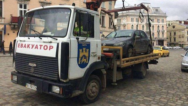Львівська міськрада дозволила інспекторам з паркування примусову евакуацію автомобілів