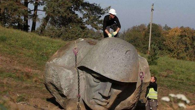 У Литві знесли пам'ятник радянському солдату
