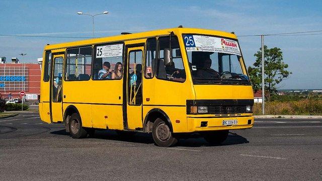 Львівські приватні перевізники вимагають підвищити вартість проїзду в автобусах до 6,5 грн