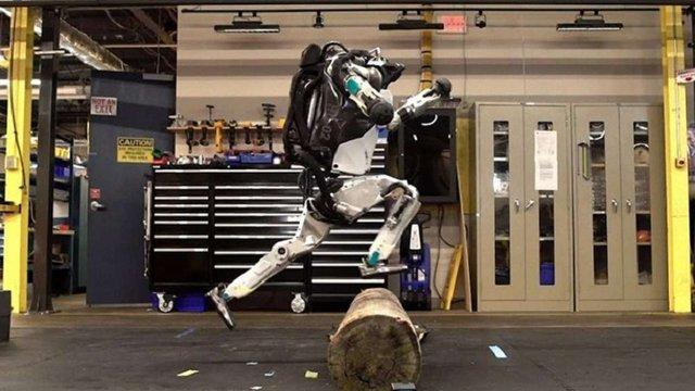 Винахідники навчили людиноподібного робота паркуру