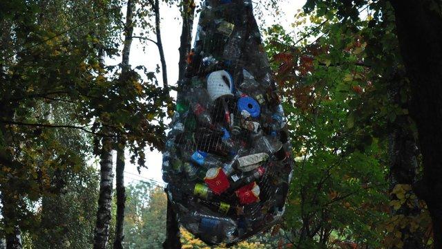 У львівському парку «Знесіння» створили символічну скульптуру зі сміття