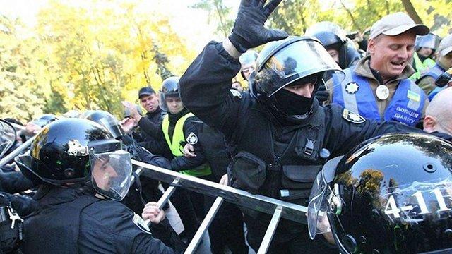 Праворадикали в Києві намагались знести пам'ятники Ватутіну та учасникам Січневого повстання