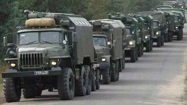 На Донбасі зафіксували нові колони з військовою технікою з Росії