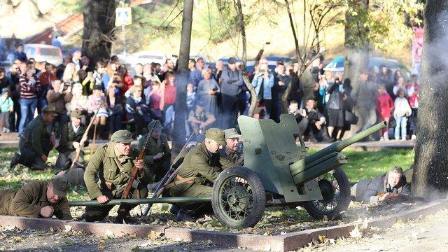 У сквері «На валах» провели реконструкцію бою УПА проти НКВД