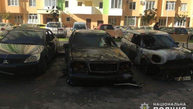 Невідомі спалили два автомобілі працівниці селищної ради на Київщині