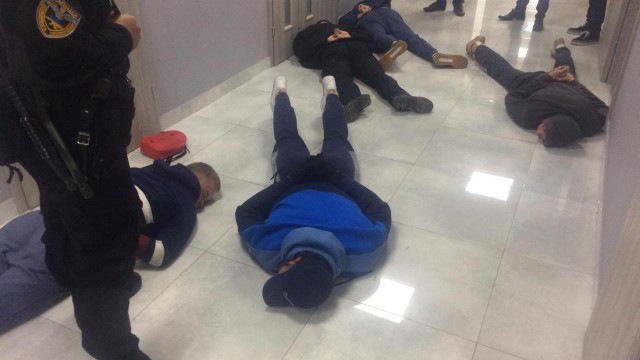 На Хмельниччині поліція затримала 25 осіб за спробу рейдерського захоплення підприємства