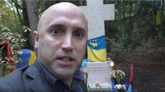 Проросійський пропагандист вчинив наругу над могилою Степана Бандери у Мюнхені