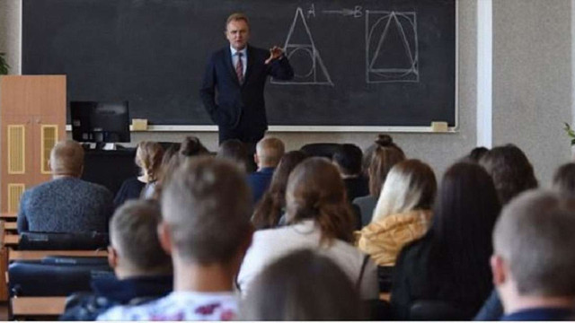 Андрій Садовий заявив про необхідність ліквідації обласних державних адміністрацій
