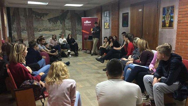 У Палаці Хоткевича щотижня відбуватиметься клуб розмовної англійської з носієм мови