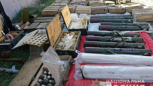 У Бахмуті поліція виявила величезний арсенал зброї та боєприпасів