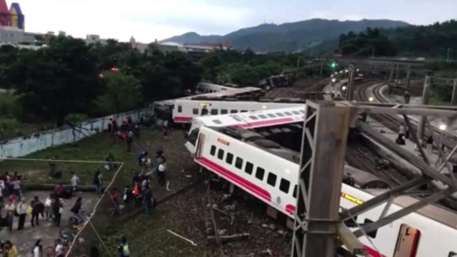 На Тайвані через сходження з рейок швидкісного потяга загинули 22 людини