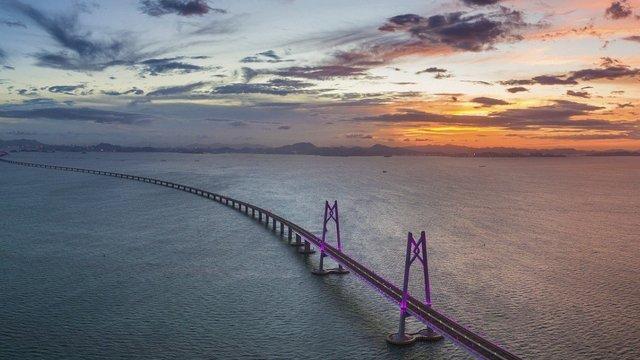 У Китаї відкрили найдовший у світі морський міст