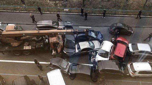 У масштабній ДТП в Києві автокран розбив 18 автомобілів