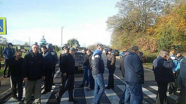 Мешканці Мостиськ втретє перекрили міжнародну трасу Львів–Шегині