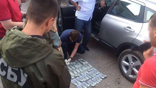 Суд на Буковині виправдав підозрюваного у хабарництві заступника керівника виправної колонії