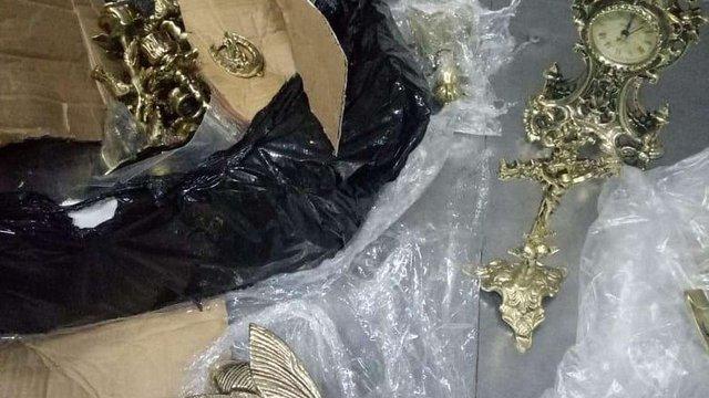 На кордоні у Раві-Руській в рейсовому автобусі виявили старовинні монети та антикваріат