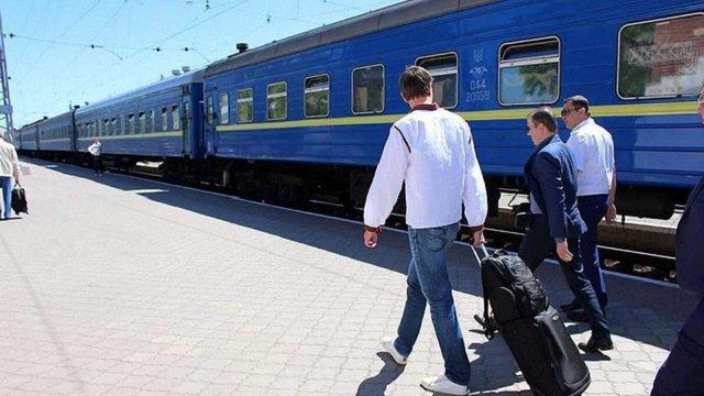 «Укрзалізниця» відтермінувала розділення потягів на три класи до кінця осені