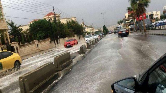 У Йорданії автобус зі школярами змило потоком під час зливи, щонайменше 17 дітей загинули