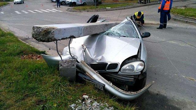 На Сихові п'яний водій збив електроопору