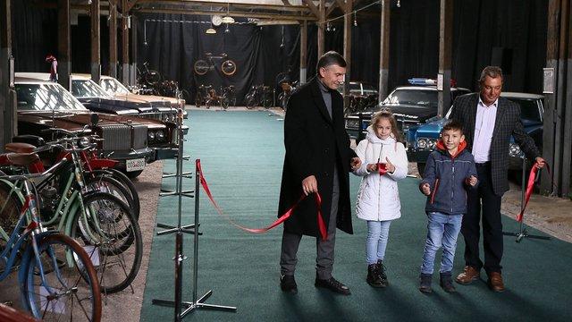 У Львові відкрилась виставка «Ретро Гараж». Фото дня