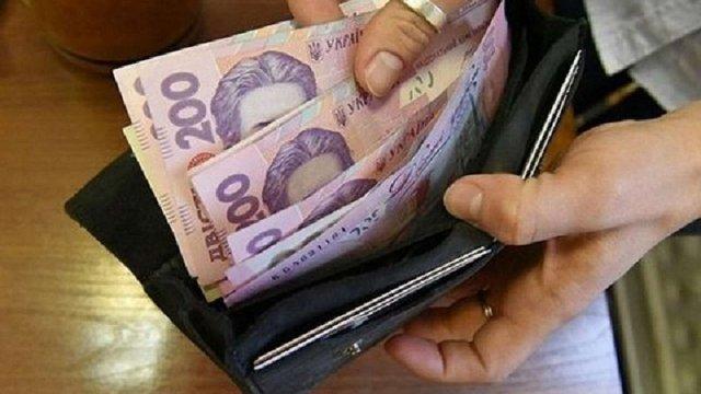 Середня зарплата українців перевищила 9 тисяч гривень