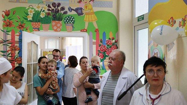 Художники розмалювали стіни дитячого відділення Львівської інфекційної лікарні