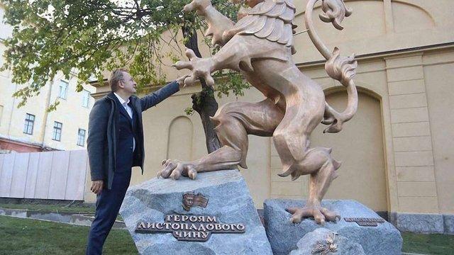 Садовий запросив львів'ян на вечірню ватру біля нового пам'ятника ЗУНР