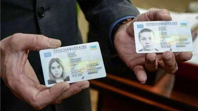 З 1 листопада кожен охочий українець зможе замінити паспорт-книжечку на ID-картку
