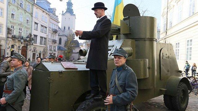 У центрі Львова провели наймасовіший урок історії до 100-річчя ЗУНР
