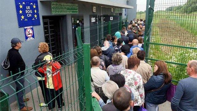 Нацбанк спрогнозував зниження трудової міграції з України до Польщі