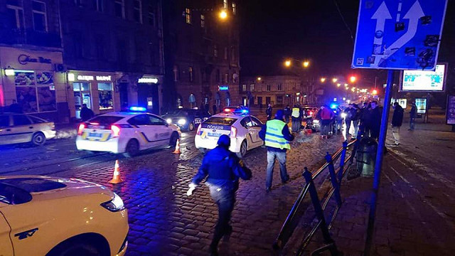 Під час втечі від львівських патрульних нетверезий водій перекинувся на авто