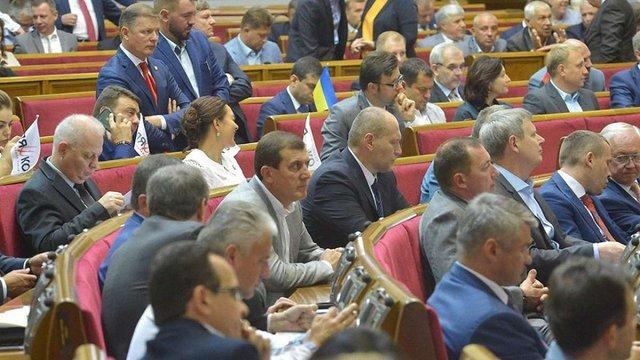 Верховна Рада оплачує житло 120 народним депутатам-мільйонерам