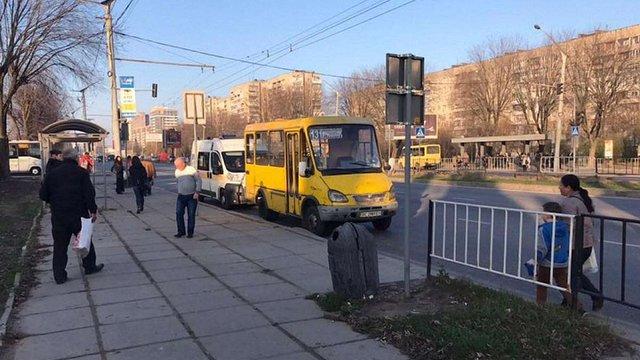 У приміській маршрутці на вул. Стрийській померла 60-річна львів'янка